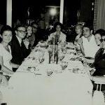 Suna Bozkır, Figen Çeltekli, Zühtü Sezer, Okşan Atasoy, Belkıs Dişbudak ve diğer çevirmenler konferans çalışmasının ardından yemekte(1969)