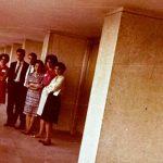Konferans çevirmenliği mesleğini Türkçede profesyonel olarak ilk başlatan Gloria Wagner ile Hasan Akbelen, Okşan Atasoy ve Dilek Erzik (1960'lı Yıllar)