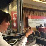 Zeynep Şengel kabinde çeviri yaparken 2014