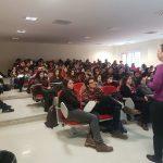 Bahar Çotur, Yeditepe Üniversitesi'nde Outreach etkinliğinde konuşurken