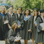 Belgin Dölay, Hande Güner, Aylin Koçak, Zeynep Bekdik, Rana, Okşan Atasoy, Şehnaz Tahir – Boğaziçi Üniversitesi Çeviribilim Bölümü Mezuniyet Töreni (1980'li Yıllar)