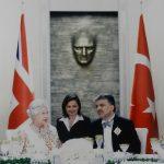 İngiltere Kraliçesi II. Elizabeth'in Türkiye ziyaretinde Cumhurbaşkanı Abdullah Gül ile görüşmesi Hande Güner-Kraliçe Elizabeth-Abdullah Gül (2008)